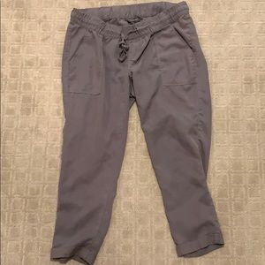 A Pea in The Pod gray cropped pants